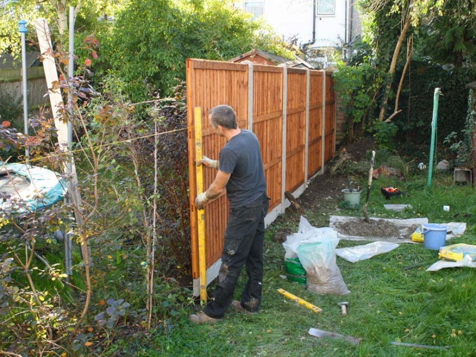 Rebuilding of New Fence by Sage Gardens and Landscapes London